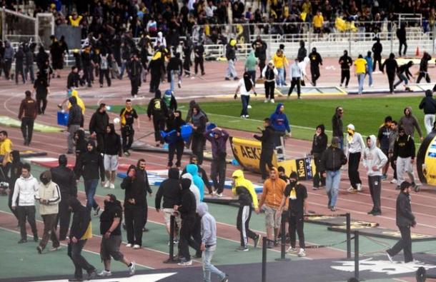 Neredi navijača AEK-a