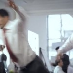 Luis Suarez i u reklami simulira