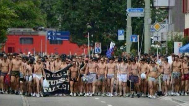 Protest navijača Bazela u gaćama
