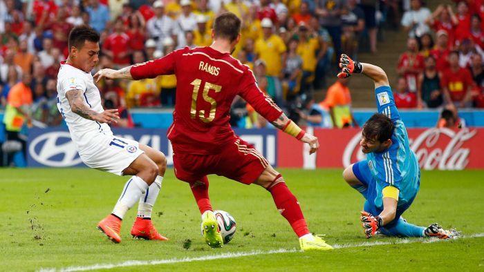 Kad Santjago de Čile slavi gol protiv Španije